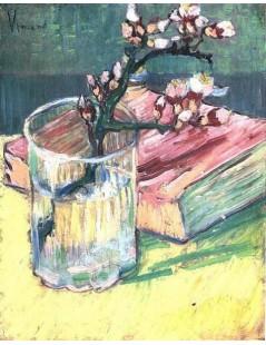 Kwitnąca gałązka migdałowca w szklance i książka